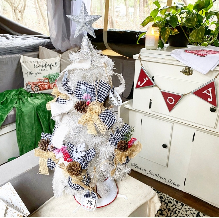 DIY CLEAR CHRISTMAS ORNAMENTS